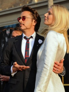 Gwyneth_Paltrow_Robert_Downey_Jr_Premiere_bWNXfnbfNEMl_large